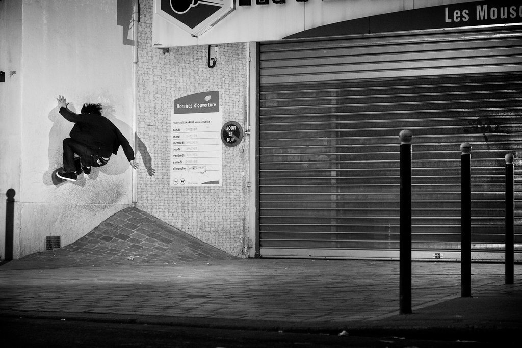 Switch Front Wallride - photo : Alex Pires